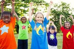 Concept gai de bonheur d'amitié de célébration d'enfants Photo stock