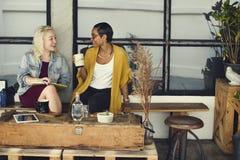 Concept gai de collègue occasionnel de café de coupure Images stock
