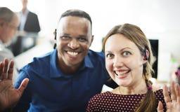 Concept gai de sourire de lieu de travail d'amis de collègue Photos libres de droits
