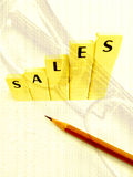 Concept het bereiken van verkoopverhoging Stock Foto's