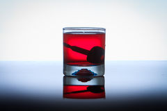 Concept het Drinken en het Drijven, autosleutels Stock Foto