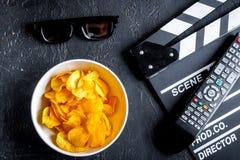 Concept het letten van op films met donkere achtergrond van de spaanders de hoogste mening Royalty-vrije Stock Afbeeldingen