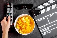 Concept het letten van op films met donkere achtergrond van de spaanders de hoogste mening Royalty-vrije Stock Foto