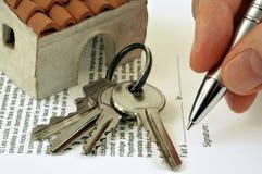 Concept het ondertekenen van een huur van een huis royalty-vrije illustratie