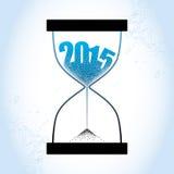 Concept het oude jaar van 2015 met zandloper en het verminderen zand op de geweven blauwe achtergrond Royalty-vrije Stock Afbeelding