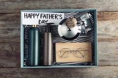 Concept heureux de jour du ` s de père Boîte avec des cadeaux image libre de droits