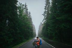 Concept heureux de mode de vie d'émotions d'amour et de voyage Photographie stock libre de droits