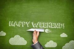Concept heureux de week-end sur le tableau noir vert photographie stock libre de droits