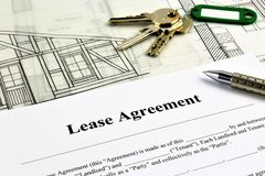 An concept Image of a Lease Agreement. With keys, pen and glasses Stock Photos
