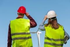Concept ingenieurs en windmolens Stock Foto's