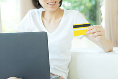 Concept for Internet shopping: woman with laptop and credit card Stock Images