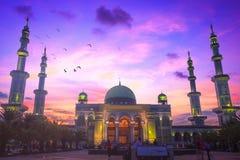 Concept islamique : belle grande mosquée photos stock