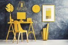 Concept jaune de pièce avec l'espace de travail Images libres de droits