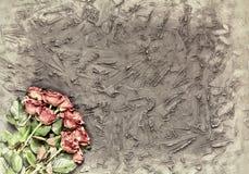 Concept : Jour du ` s de Valentine, félicitation, carte de voeux, amour Belles roses sur un fond en pierre noir Photo libre de droits