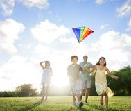 Concept joyeux d'amusement d'été insouciant d'activité de cerf-volant Photographie stock libre de droits