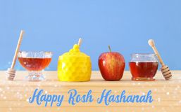 Concept juif de vacances de nouvelle année de hashanah de Rosh Symboles traditionnels Photos libres de droits