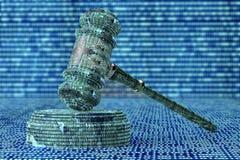 Concept juridique de juge d'ordinateur, marteau de cyber, illustration 3D Photographie stock libre de droits