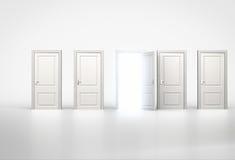 Concept Kans Het lichte glanzen door één deur in rij van Stock Afbeelding