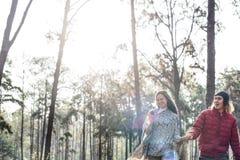 Concept l'explorant de vacances de voyage de couples Photos libres de droits