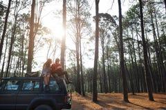 Concept l'explorant de vacances de voyage de couples Photo libre de droits
