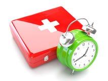 Concept médical avec l'horloge et la trousse de secours Image libre de droits