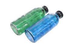 Concept médical : bouteilles avec le vaccin vert et bleu Photo stock
