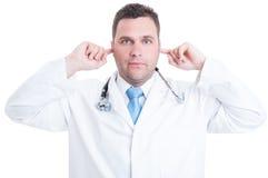 Concept mannelijke dokter of arts die doof gebaar maken stock fotografie