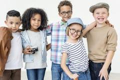Concept mignon gai d'enfants d'amis d'enfants occasionnels Image libre de droits