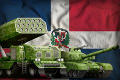 Concept militaire lourd de v?hicules blind?s de la R?publique Dominicaine sur le fond de drapeau national illustration 3D illustration libre de droits