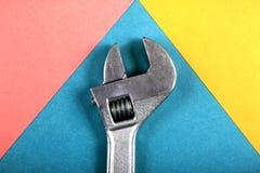 Concept minimal d'amusement d'été Vue supérieure sur la clé réglable, clé Photographie stock libre de droits