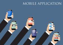 Concept mobile d'application Mains retenant des téléphones Photographie stock libre de droits