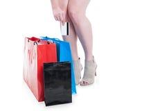 Concept moderne de mode de vie avec la dame d'achats payant avec la carte de crédit Images stock