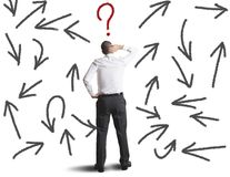 Moeilijke keuzen van een zakenman Stock Afbeeldingen