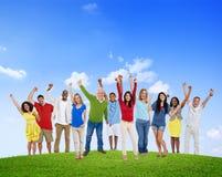Concept multi-ethnique de succès de bonheur de groupe de célébration de personnes Photographie stock libre de droits