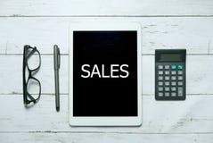 Concept numérique en ligne de technologie d'affaires de commerce de ventes Vue supérieure des verres, de la calculatrice, du styl images libres de droits