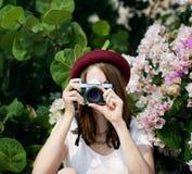 Concept occasionnel de photo de photographie d'appareil-photo de femme de fille photo libre de droits