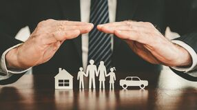Free Concept Of Life, Home And Auto Insurance Stock Photo - 170580710