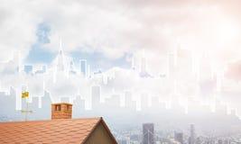 Concept onroerende goederen en bouw met getrokken silhouet op grote stadsachtergrond Royalty-vrije Stock Fotografie