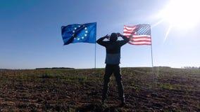 Concept op de internationale relaties, internationaal vennootschap van de Europese Unie van de V.S. en Silhouet van de mens op stock videobeelden