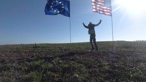 Concept op de internationale relaties, internationaal vennootschap van de Europese Unie van de V.S. en Silhouet van de mens op stock footage