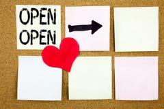 Concept ouvert de main d'écriture des textes de légende d'apparence conceptuelle d'inspiration pour l'ouverture de boutique et am Photo stock