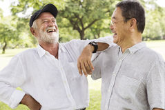 Concept parlant de repos plus âgé de retraite d'amis de Bros Photos stock