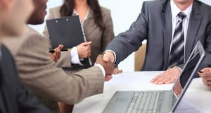 Handshake business partners at a business meeting Royalty Free Stock Photos