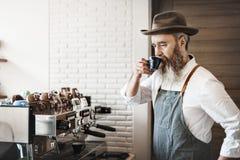 Concept potable de café d'homme de café de propriétaire Photographie stock