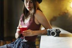 Concept potable de relaxation de repos de cocktail de femme photographie stock libre de droits