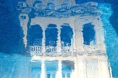 Concept pour des agences de voyages Palais féerique d'illustration reflété Images stock