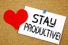 Concept productif de main d'écriture des textes de légende d'inspiration de séjour conceptuel d'apparence pour la productivité et Images stock