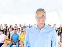 Concept professionnel de séminaire de leadership adulte supérieur Image libre de droits