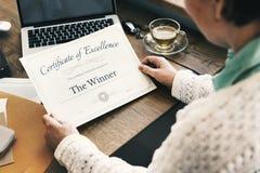Concept professionnel de succès de document de certificat de récompense photos stock