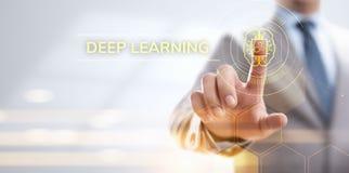 Concept profond de technologie d'intelligence artificielle d'apprentissage automatique Homme d'affaires se dirigeant sur l'?cran illustration libre de droits